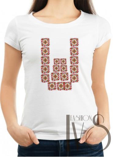 Дамска тениска с фолклорни мотиви Модел 11F шевици