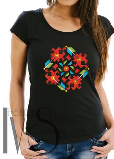 Дамска тениска с фолклорни мотиви Модел 10FB шевици